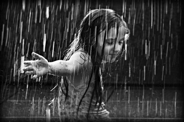 hujan, gambar hujan, gambar gadis dan hujan, gambar ujan, berada dalam hujan,