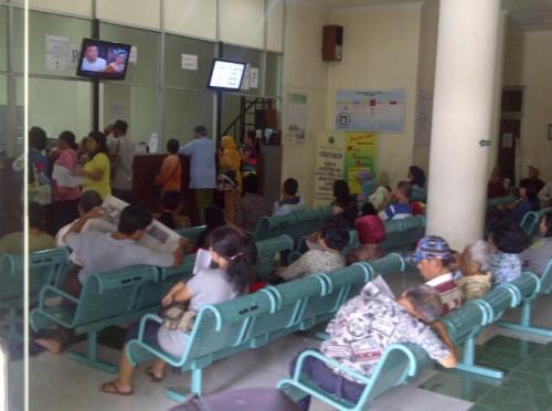 ruang tunggu,rumah sakit, orang sakit